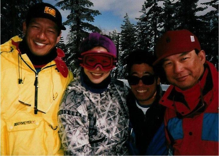 AAJA members skiing.