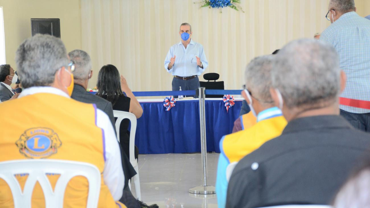 Presidente Abinader promete trabajar junto a las iglesias