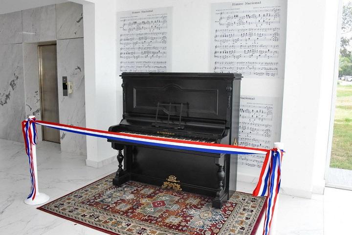 Ministerio de Cultura presenta restaurado el piano con que se musicalizó el Himno Nacional