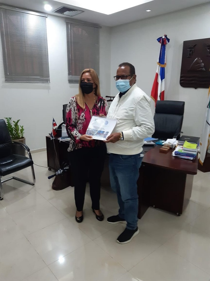 Cámara de Comercio de Puerto Plata entrega a Alcaldía municipal documentación para plan de reorganización de tránsito y transporte