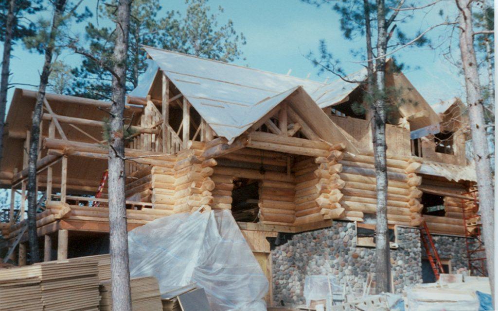 Log construction, roof work