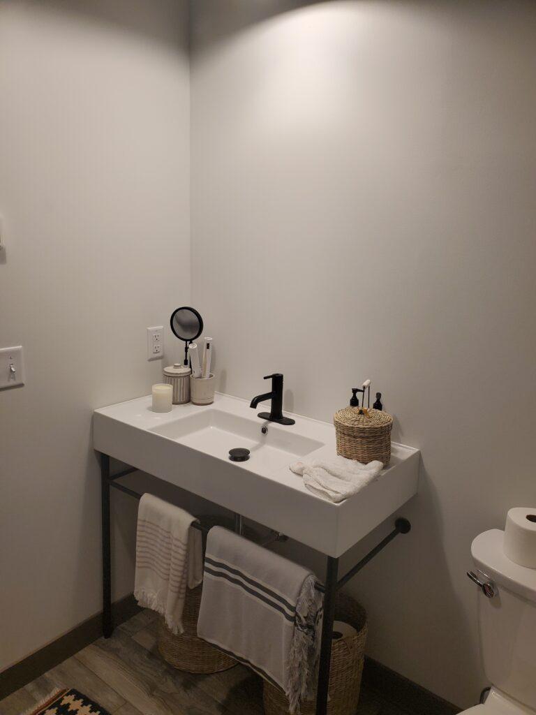 Bathroom 2nd floor the barn (11)