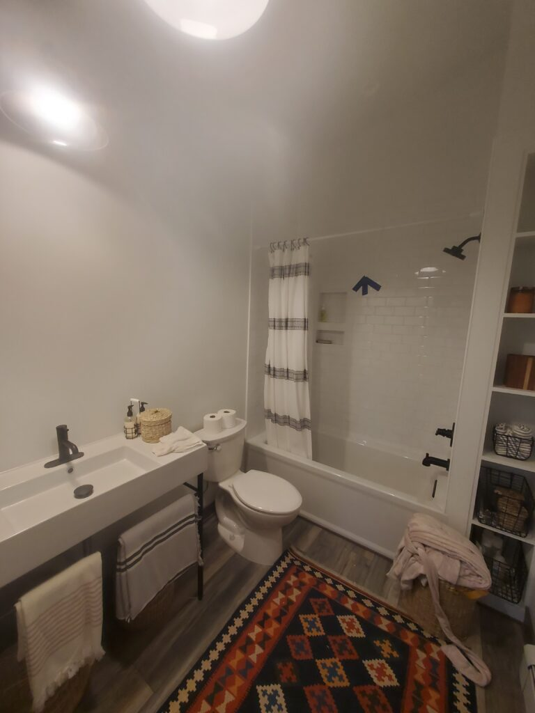 Bathroom 2nd floor the barn (1)