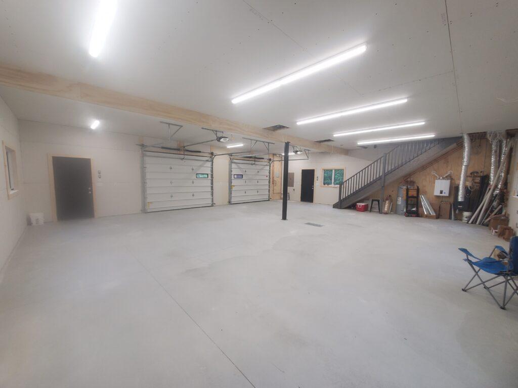 Garage level the barn (1)