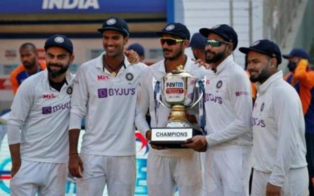 Daily-NEWS-Summary-07-03-2021-Indian-players-pose-with-the-trophy after-beating-England-in-the-fourth-Test