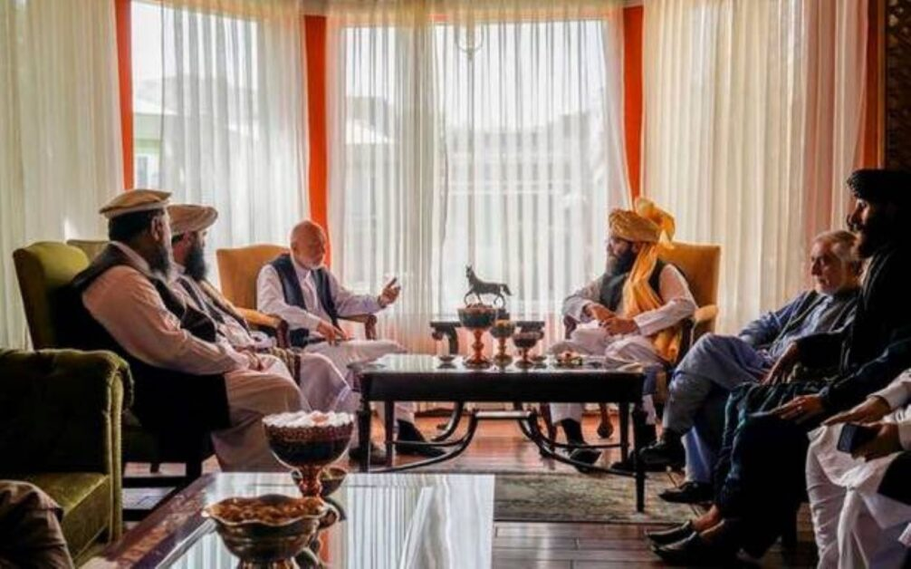 Daily-NEWS-Summary | 18-08-2021-Former-Afghan-President-Karzai-Meets-With-Taliban-Faction-Leader