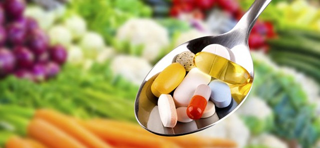 There are many vitamins found in food that can help reduce and prevent acne.