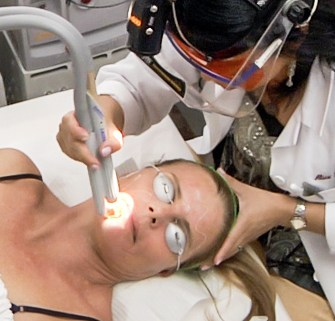 What is a Facelift? The nonsurgical facelift procedure