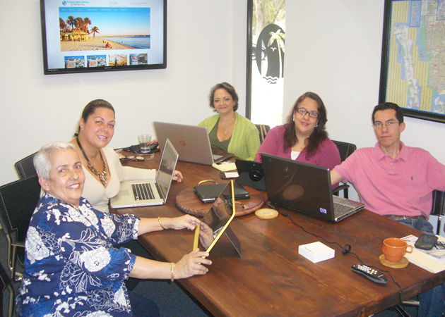 A group picture of those who work at Tropical Island Realty of Florida