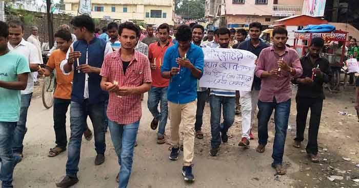 उरी में फिदायिनी हमले से आक्रोशित बैरिया के नौजवानों ने की पाकिस्तान के खिलाफ सीधी कार्रवाई की मांग. (फोटो- बलिया लाइव)