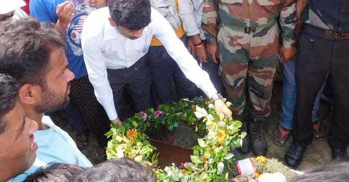 पूरे राजकीय सम्मान के साथ हुआ शहीद का अंतिम संस्कार