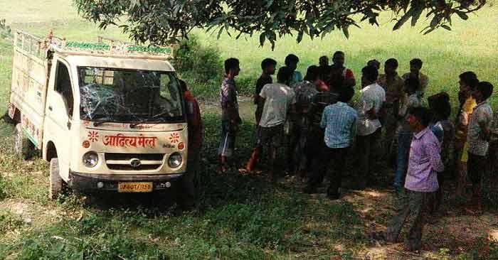 मवेशी लदीं गाड़ियां पकड़ी गईं, तीन गिरफ्तार
