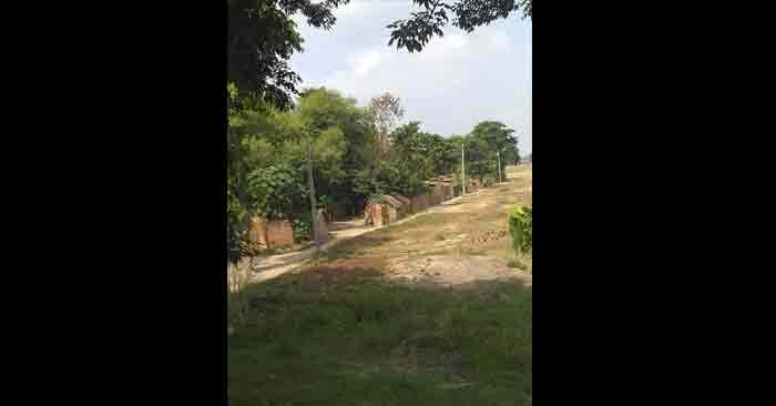 गांव में विद्युत उपकेन्द्र पर ग्रामीणों को बिजली मयस्सर नहीं