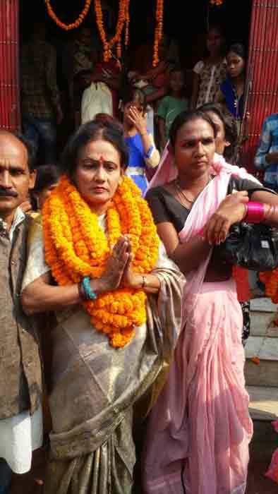सिकंदरपुर में कांग्रेस ने उतारा किन्नर प्रत्याशी