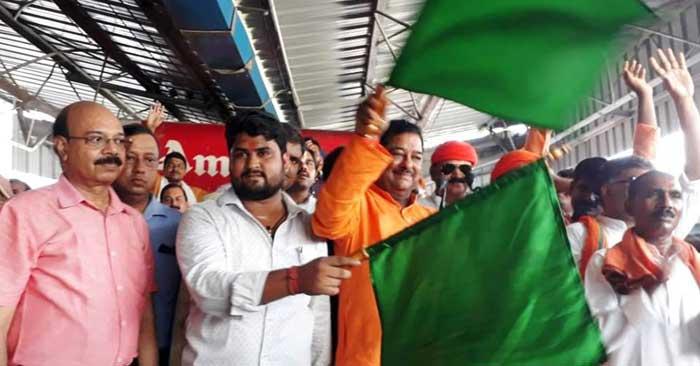 लखनऊ-छपरा एक्सप्रेस का सुरेमनपुर में ठहराव छह माह के लिए प्रायोगिक आधार पर शुरू