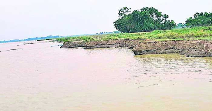सरयू में पलटी मछुआरों की नाव, बलिया निवासी की मौत