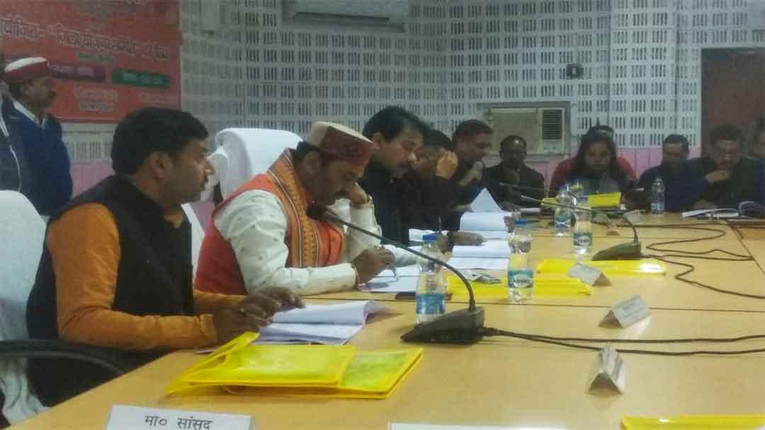 स्वच्छता समिति की बैठक में अधूरे शौचालय शीघ्र पूरा करने का निर्देश