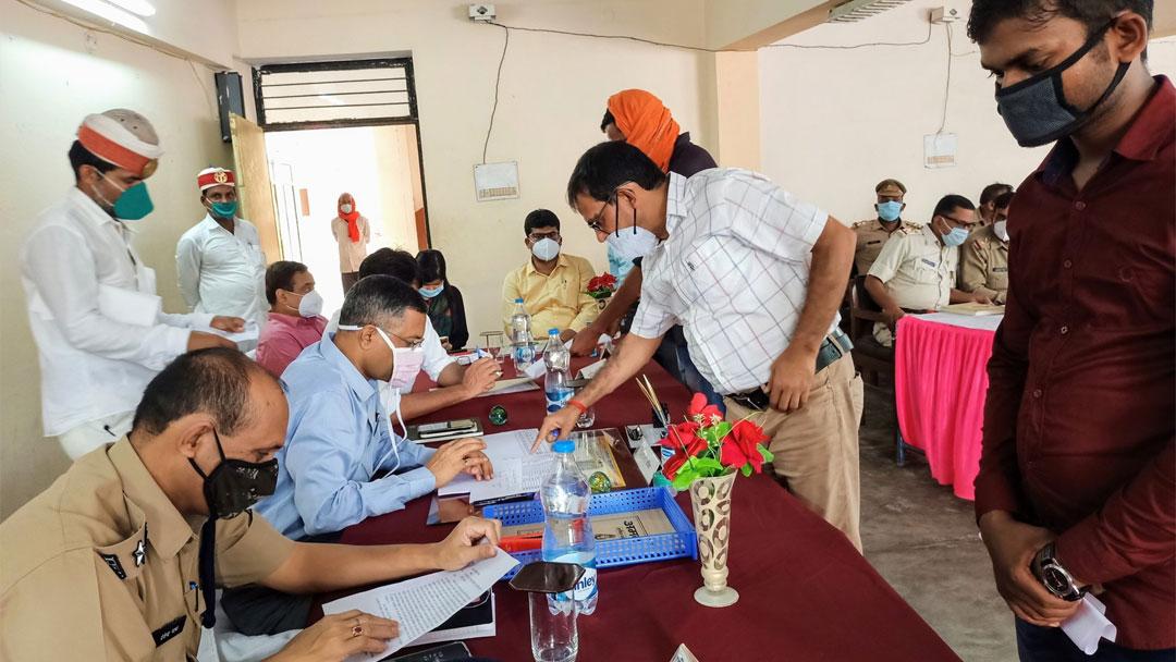 संपूर्ण समाधान दिवस – बलिया सदर में 83 तो रसड़ा में 51 मामले आए