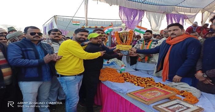 नगरा में हुए अंतर्राज्यीय क्रिकेट प्रतियोगिता का फाइनल मऊ ने जीता