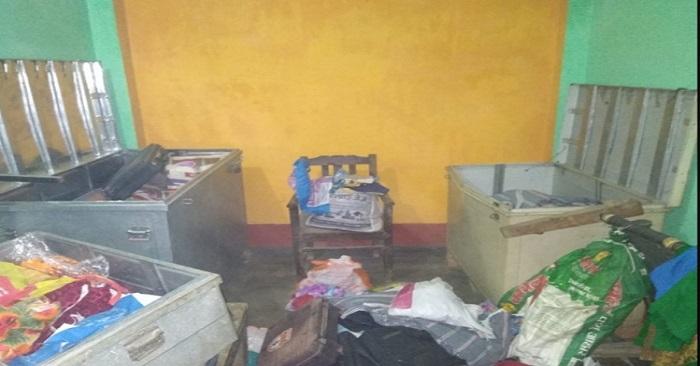 चोरों ने नकदी सहित लाखों रुपये के जेवरात पर किया हाथ साफ