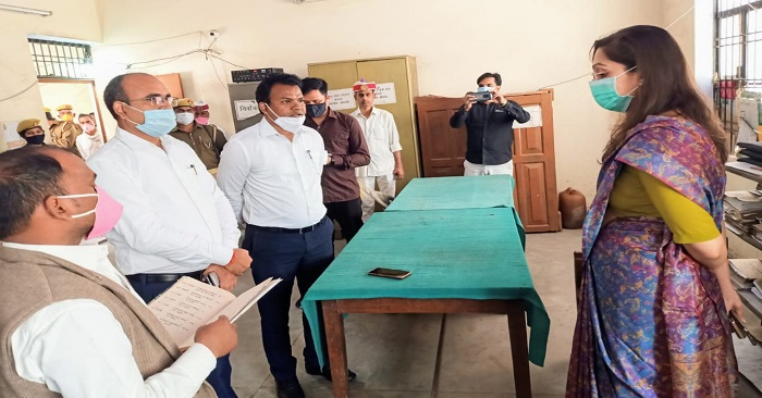 डीएम बलिया का तेज-तर्रार अंदाज देख बांसडीह तहसील कार्यालय के अफसरों के पसीने छूटे