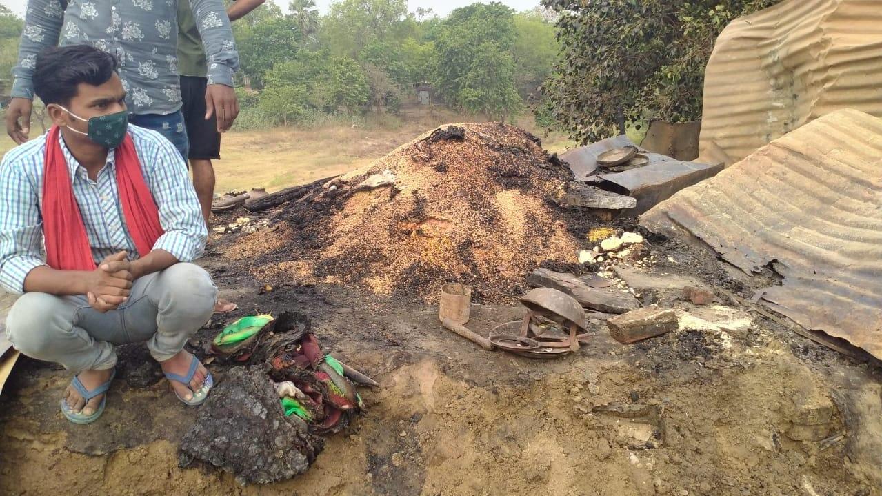 झोपड़ियों में लग गई थी आग, सड़क से गुजर रहे ट्रक ड्राइवरों ने बचाई जान