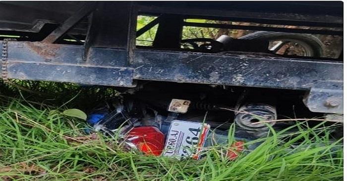 नगरा में पिकअप की टक्कर से बुरी तरह कुचल गई बाइक लेकिन युवक को खरोंच तक नहीं आई