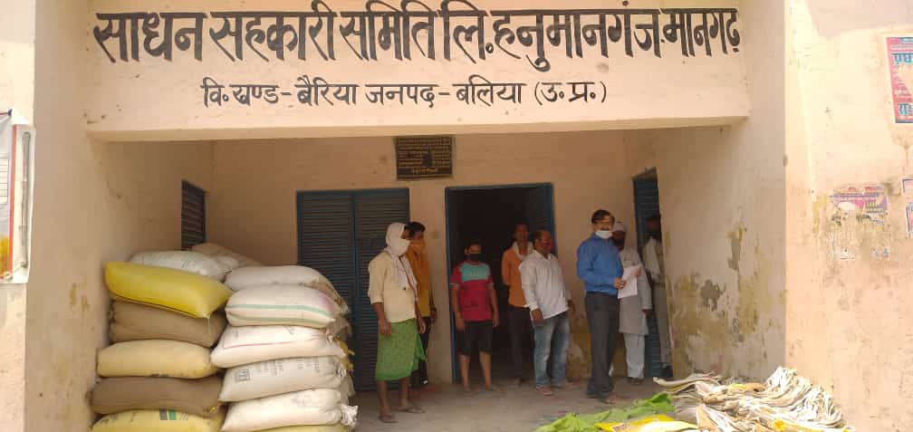 बैरिया क्षेत्र में 4 में तीन गेहूं खरीद केंद्रों पर ताला, परेशान किसान यहां-वहां भटकने को मजबूर