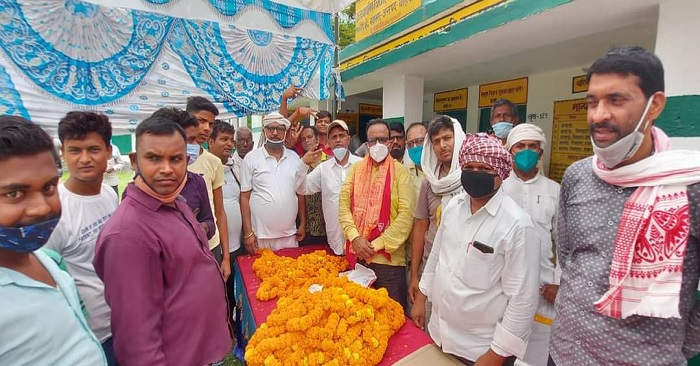 बलिया: नवानगर क्षेत्र के 39 और पंदह के 42 प्रधानों ने ली शपथ