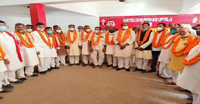 समाजवादी पार्टी ने बलिया के नवनिर्वाचित जिला परिषद सदस्यों का स्वागत किया