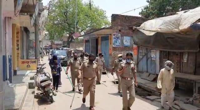 सिकंदरपुर में कोरोना कर्फ्यू में खुल गईं थीं दुकानें, पुलिस के पहुंचने पर मचा हड़कंप