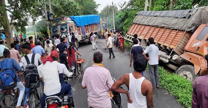सुखपुरा क्षेत्र में भीषण हादसा, एक मौत, ट्रक की टक्कर से मैजिक के परखच्चे उड़े