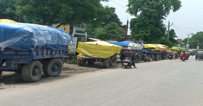 गेहूं खरीद की सरकारी तारीख बीती, नगरा में गेहूं बिक्री की उम्मीद लगाए किसान मायूस लौटे