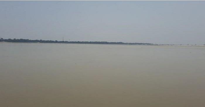 बलिया में घाघरा नदी का जलस्तर खतरे के निशान के पार हुआ