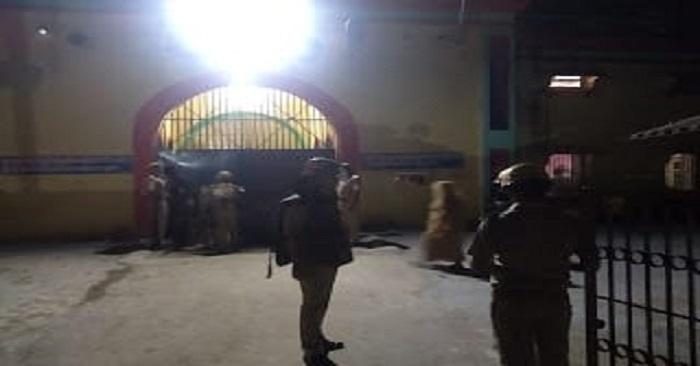 Breaking News: बलिया जिला जेल में कैदियों का हंगामा, डीएम, एसपी, कई थानों की फोर्स पहुंची