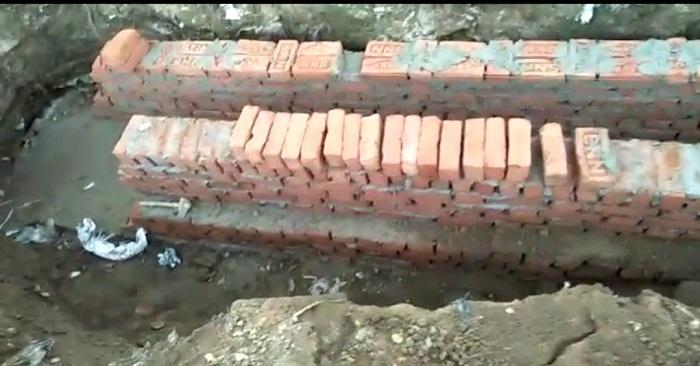 नगरा में नाली निर्माण में घटिया सामान इस्तेमाल की शिकायत, भाजपा कार्यकर्ताओं ने किया हंगामा
