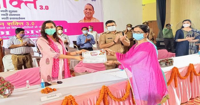 डीएम बलिया ने किया 75 महिलाओं को सम्मानित, एसपी ने महिलाओं को दिलाया सुरक्षा का भरोसा