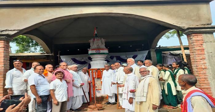 शहीद स्मारक सुखपुरा में दी गई अमर शहीदों को श्रद्धांजलि