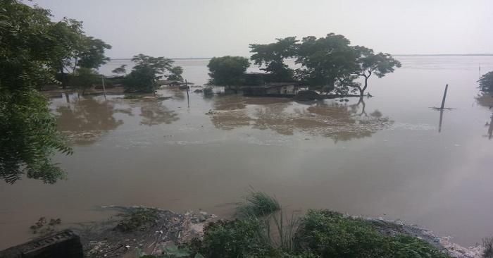 बलिया के बाढ़ प्रभावित क्षेत्र पर सतर्क नजर