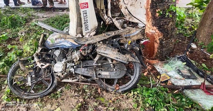 नगरा में बाइक को टक्कर मार बोलेरो गाड़ी पेड़ से टकराकर पलटी, युवक की मौत