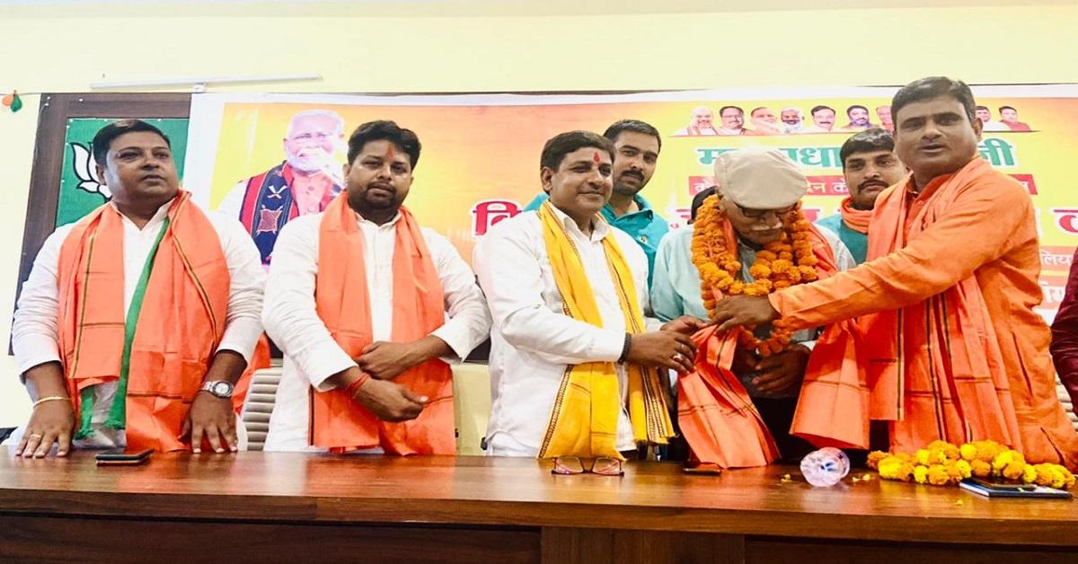 प्रधानमंत्री मोदी के जन्मदिन पर बलिया भाजपा ने किया 71 किसानों-जवानों का सम्मान