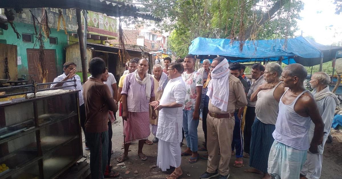 नाली चालू कराने गए बैरिया तहसीलदार को झेलना पड़ा ग्रामीणों का तीखा विरोध, बैरंग लौटे