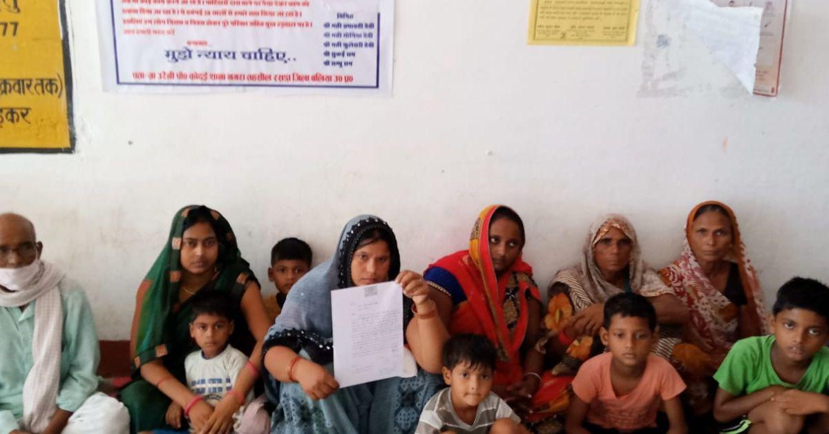 दबंग पट्टीदारों ने घर बनाने से रोका, परिवार के भूख हड़ताल पर बैठते ही हरकत में आया प्रशासन