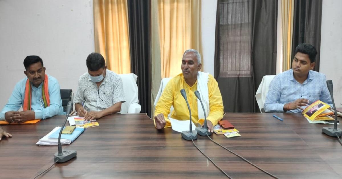 विधायक सुरेंद्र सिंह ने बैरिया विधानसभा क्षेत्र में विकास कार्यों का रिपोर्ट कार्ड पेश किया, कहा जनता के साथ हर मौके पर साथ खड़ा रहा