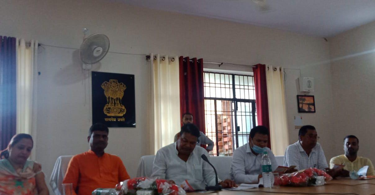 बीजेपी सांसद रविन्द्र कुशवाहा ने यूपी सरकार के साढ़े चार साल की उपलब्धियों का किया बखान, तहसील सभागार में पत्रकारों से हुए मुखातिब