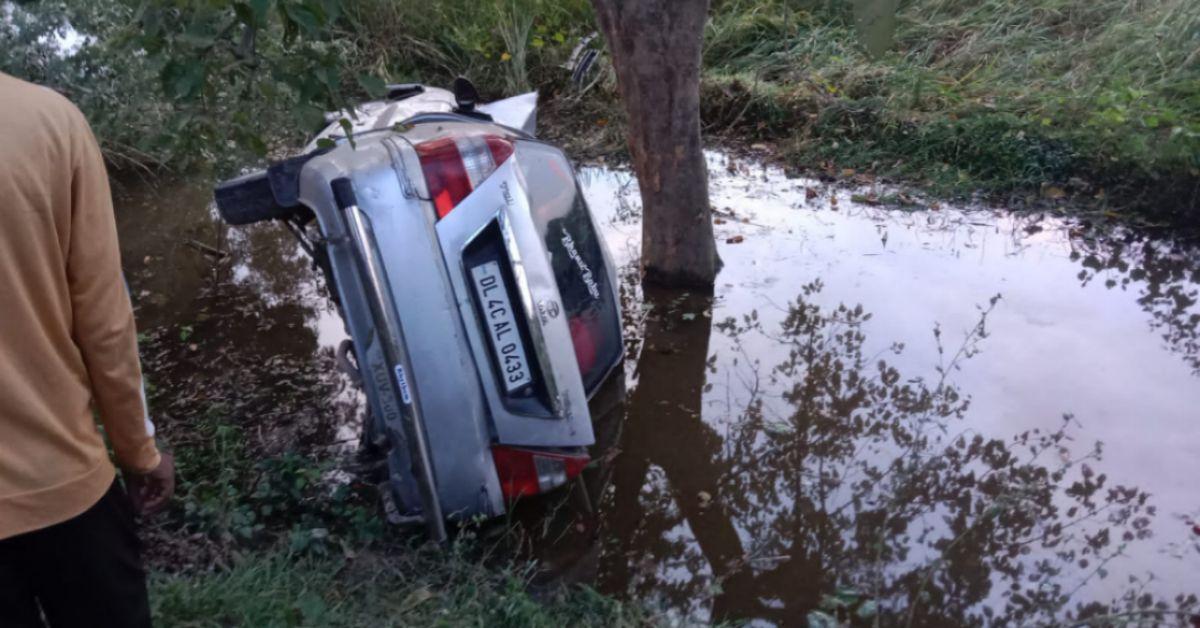 ब्रेक फेल होने से कार पलटी, चार घायल