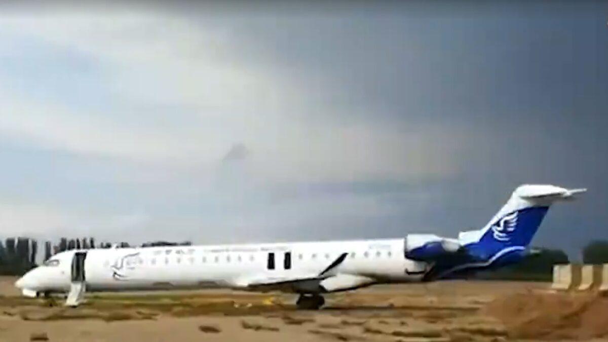 China Express CRJ900 Slides Off Runway In Northwest China, Four Injured