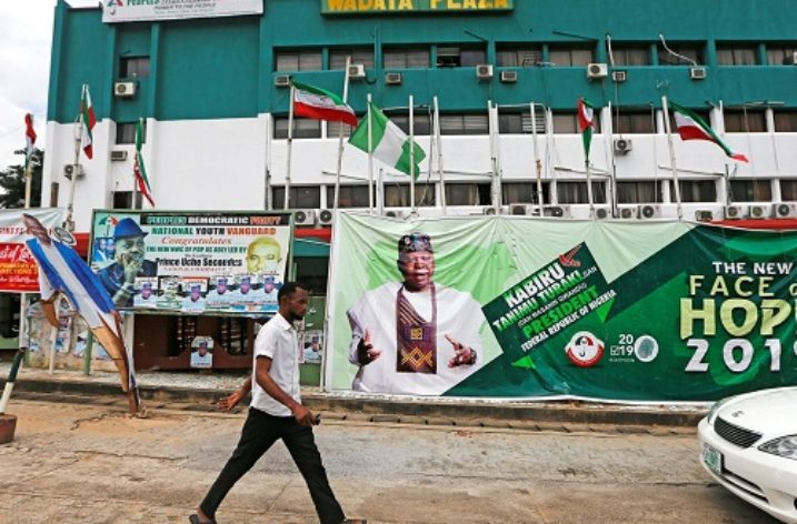 Nigeria: Make we thieve these politicians' pants