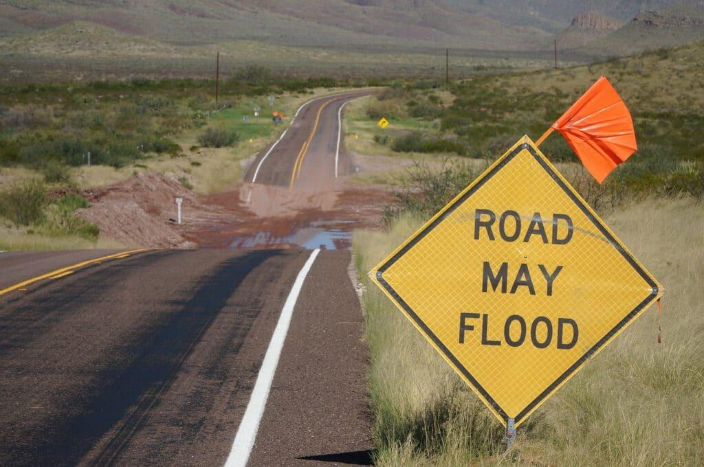road, highway, traffic-3188793.jpg