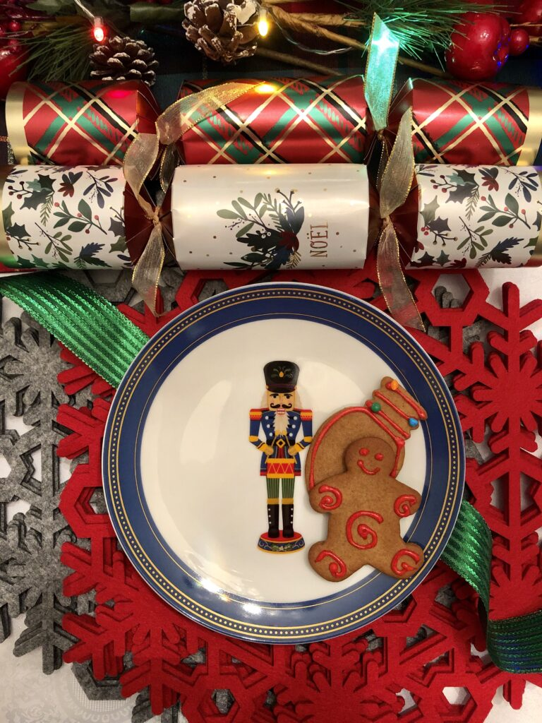 Gift Guide: Holiday Themed Home and Tableware